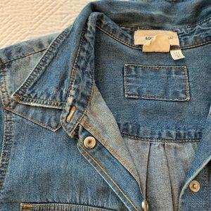 H&M denim button shirt (s)